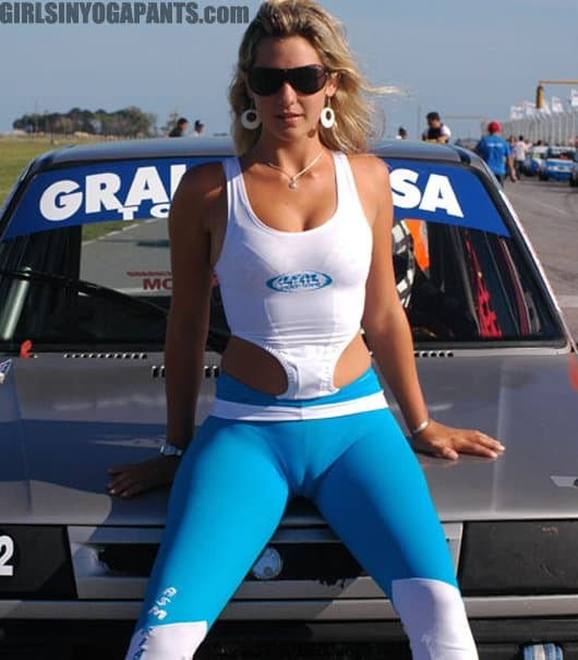 Girls with cameltoe in yoga pants