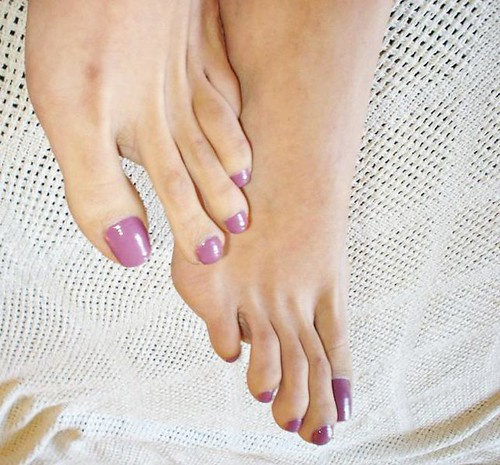 Long sexy toes and feet