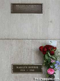 Who is buried next to marilyn monroe