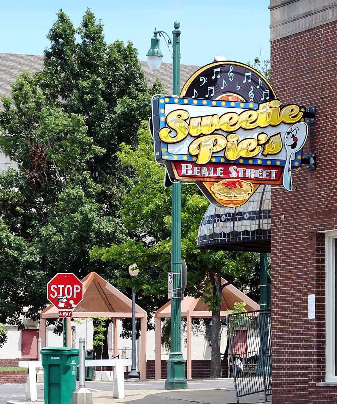 How many sweetie pie restaurants are there