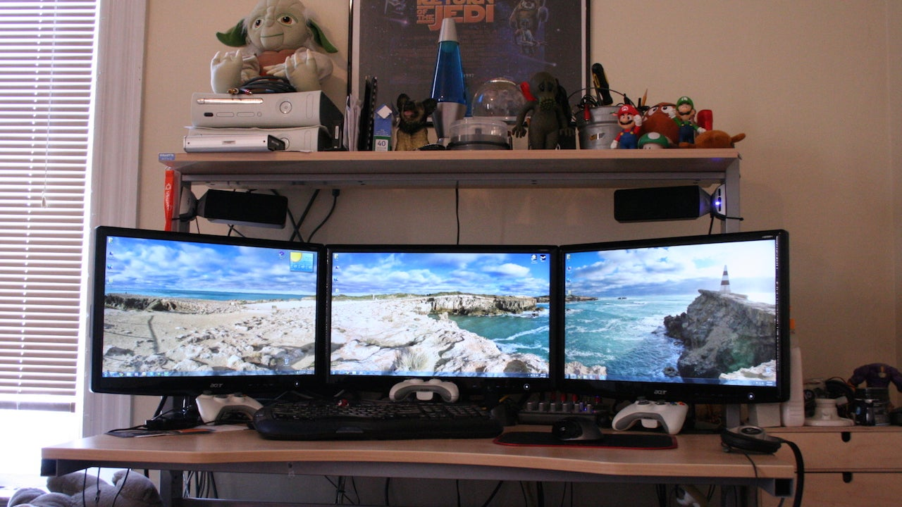 How to hook up 3 monitors