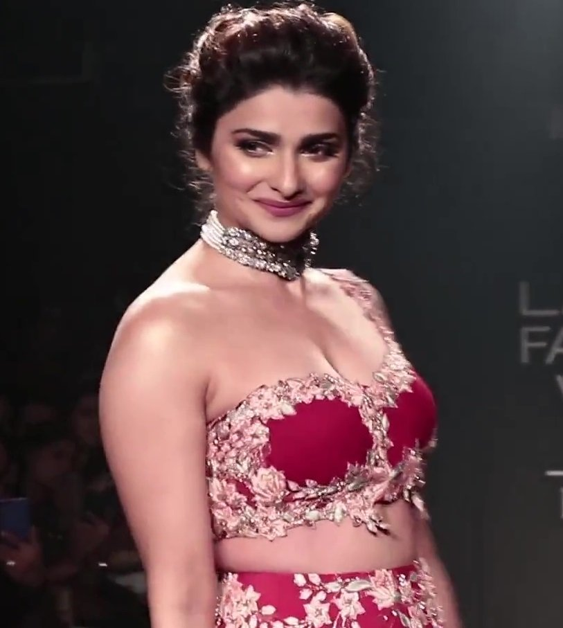 Prachi desai hot boobs