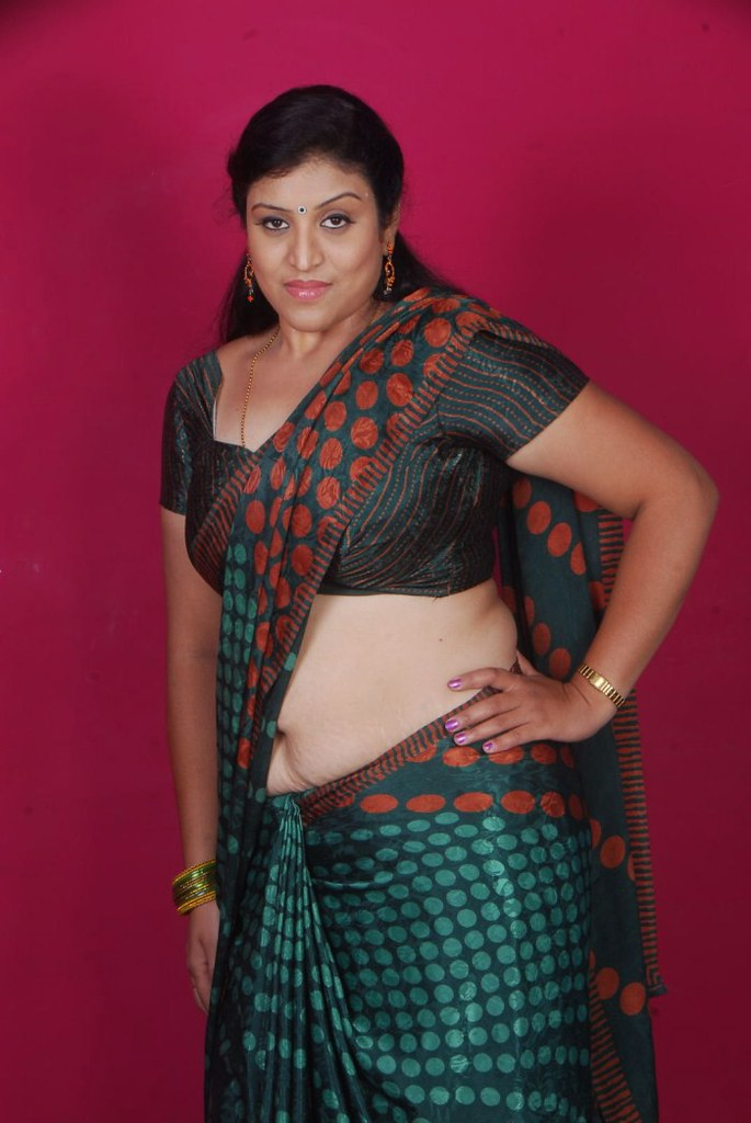 Sexy aunties saree pics
